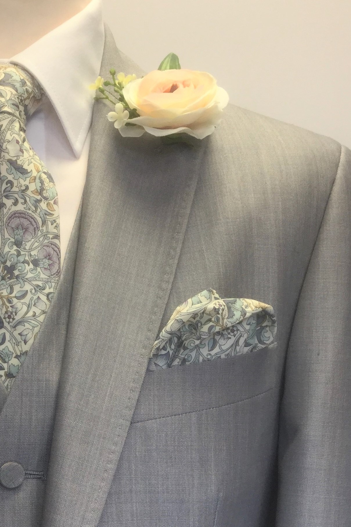Pearl Grey Mens Wedding Hire Suit with Liberty Tie by Black Tie Menswear